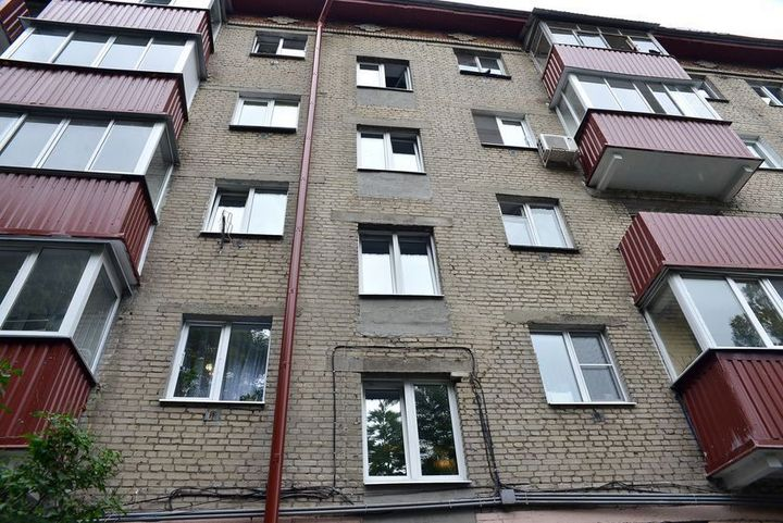 Между кухней и балконом