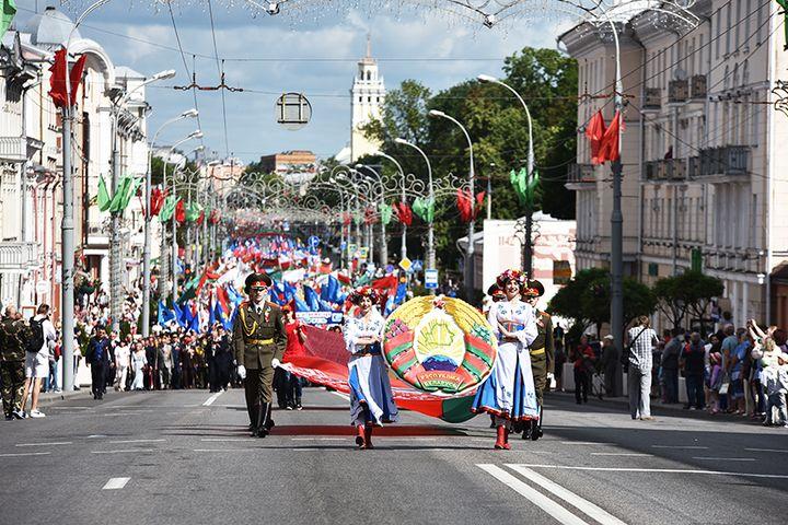 Праздничное шествие по улице Советской собрало тысячи гомельчан