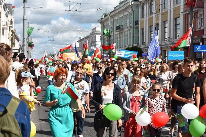 belarus-pomnit-prazdnichnoe-shestvie12