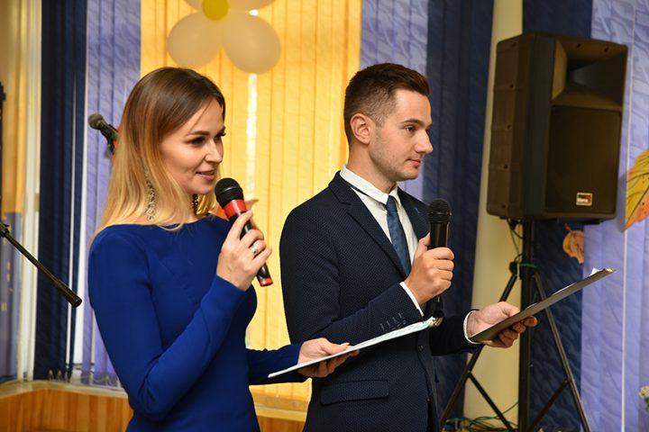 fotofakt-kak-zhenshhiny-sovetskogo-rajona-prinimali-pozdravleniya-s-dnyom-materi3