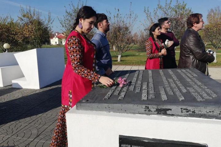 studenty-iz-turkmenistana-i-tadzhikistana-posetili-mogily-zemlyakov-pavshix-pri-osvobozhdenii-belarusi4