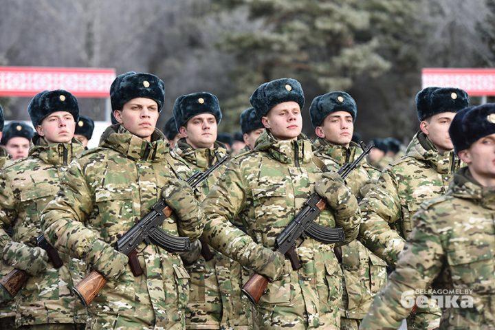 andrej-smirnov-prostilsya-s-boevym-znamenem-chasti-5525-novym-komandirom-brigady-stal-viktor-zhadobin