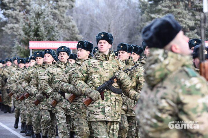 andrej-smirnov-prostilsya-s-boevym-znamenem-chasti-5525-novym-komandirom-brigady-stal-viktor-zhadobin1