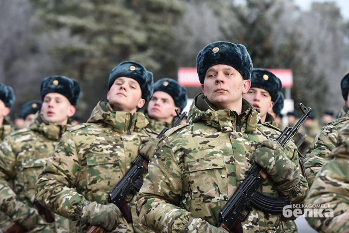 andrej-smirnov-prostilsya-s-boevym-znamenem-chasti-5525-novym-komandirom-brigady-stal-viktor-zhadobin10