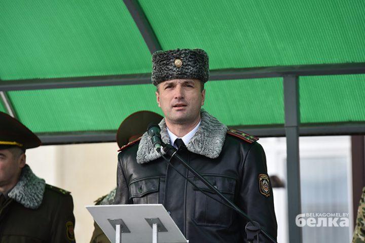 andrej-smirnov-prostilsya-s-boevym-znamenem-chasti-5525-novym-komandirom-brigady-stal-viktor-zhadobin4