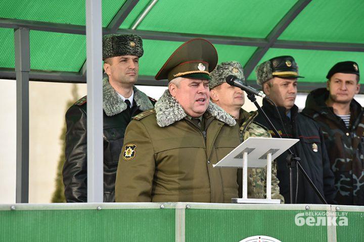 andrej-smirnov-prostilsya-s-boevym-znamenem-chasti-5525-novym-komandirom-brigady-stal-viktor-zhadobin5