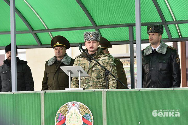 andrej-smirnov-prostilsya-s-boevym-znamenem-chasti-5525-novym-komandirom-brigady-stal-viktor-zhadobin6