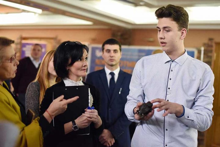 v-sovetskom-rajone-molodye-specialisty-priznalis-v-lyubvi-k-svoim-professiyam
