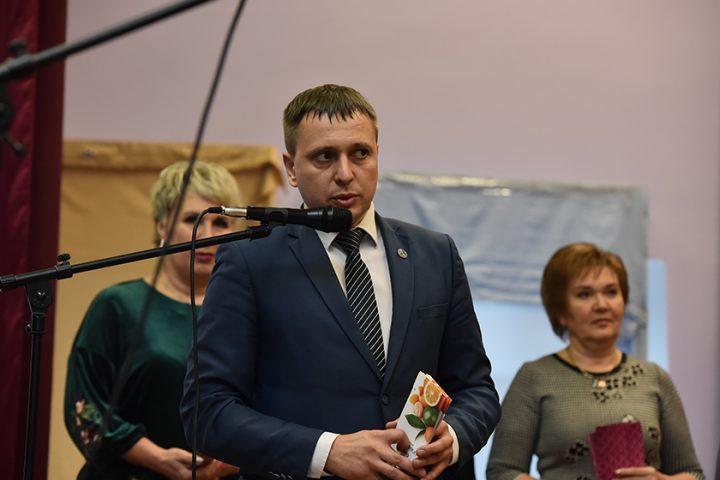 sirotam-sovetskogo-rajona-vruchili-podarochnye-sertifikaty-na-rozhdestvenskie-podarki5