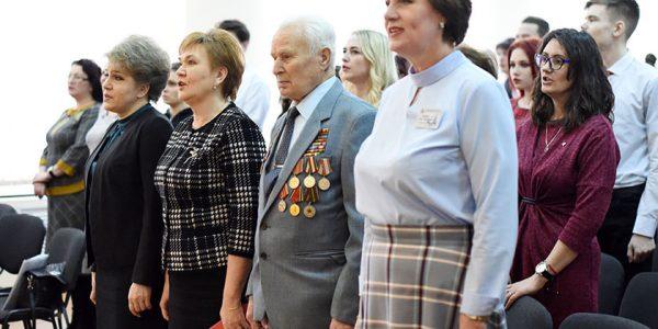 predstavitelyam-talantlivoj-molodyozhi-sovetskogo-rajona-vruchili-ix-pervye-pasporta1